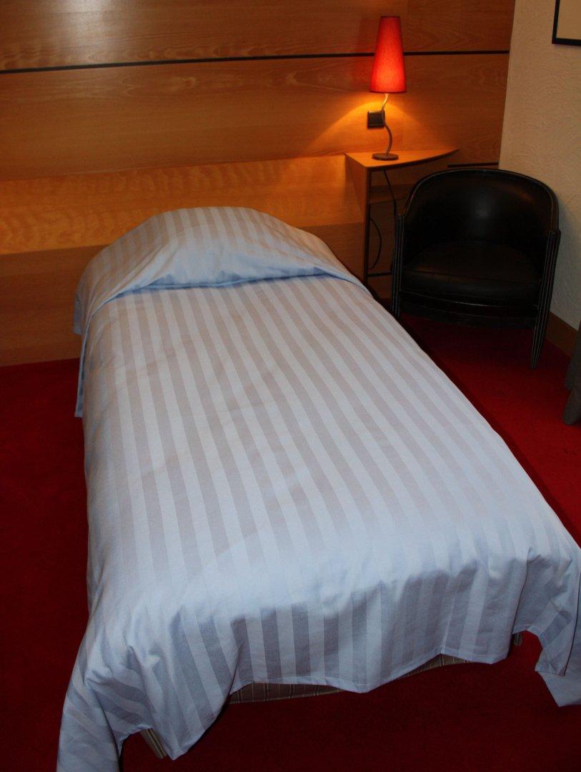 couvre lit en bandes satin bandes jaunes 3 cm. Black Bedroom Furniture Sets. Home Design Ideas